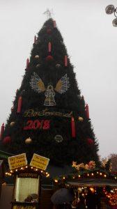 Auf diesem Bild sieht man den größten Tannenbaum der Welt , er steht in Dortmund in der Innenstadt